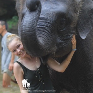 Emma Hewitt, RVT, with elephant